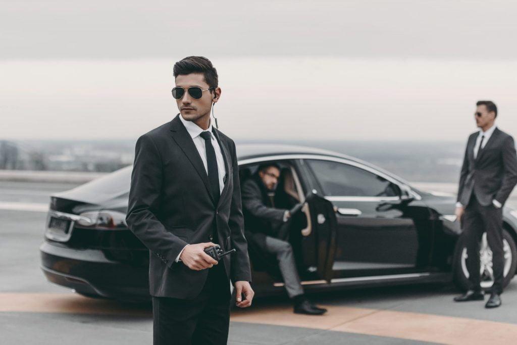 6 типов людей, которым стоит нанять личную охрану